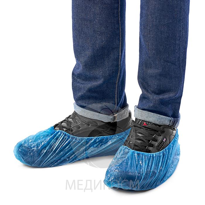 Полиэтиленовые бахилы на ботинках