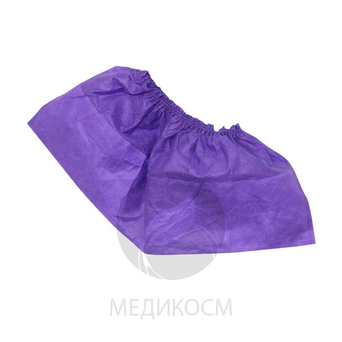На изображении фиолетовые бахилы